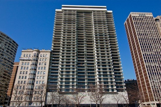 1-1212-lake-shore-drive-28cn-front-view